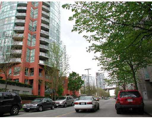 Main Photo: 606 907 BEACH Avenue in Vancouver: False Creek North Condo for sale (Vancouver West)  : MLS® # V708166