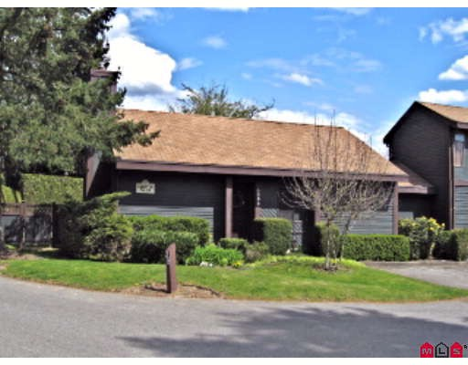 "Main Photo: 38 6086 E GREENSIDE Drive in Surrey: Cloverdale BC Townhouse for sale in ""Greenside Estates"" (Cloverdale)  : MLS®# F2815227"