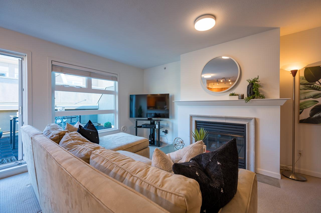 FEATURED LISTING: PH 401 - 2181 12TH Avenue West Vancouver