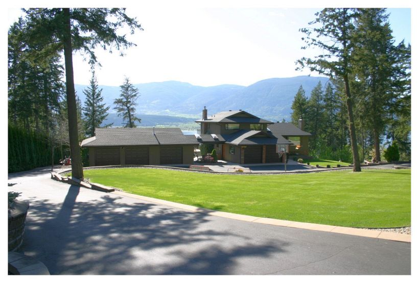 Main Photo: 4061 Upper Lakeshore Road N.E. in Salmon Arm: Waterview Acreage House for sale (NE Salmon Arm)  : MLS® # 10093558