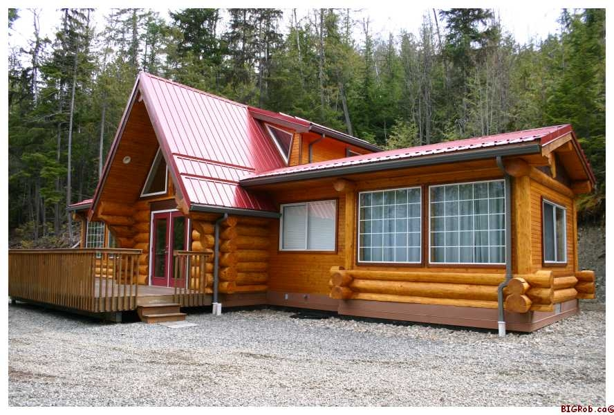 Main Photo: 3111 Birch Avenue in Eagle Bay: Semi-Waterfront House for sale : MLS® # 10105304