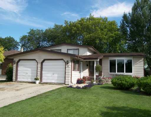 Main Photo: 19 RADBURN Place in Winnipeg: Windsor Park / Southdale / Island Lakes Single Family Detached for sale (South East Winnipeg)  : MLS®# 2613338