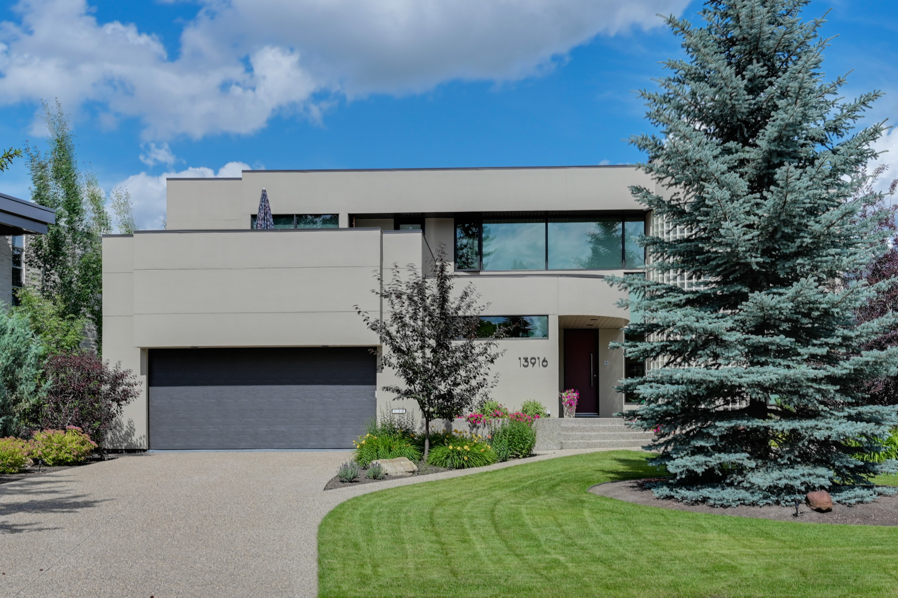 FEATURED LISTING: 13916 Valleyview Drive Edmonton