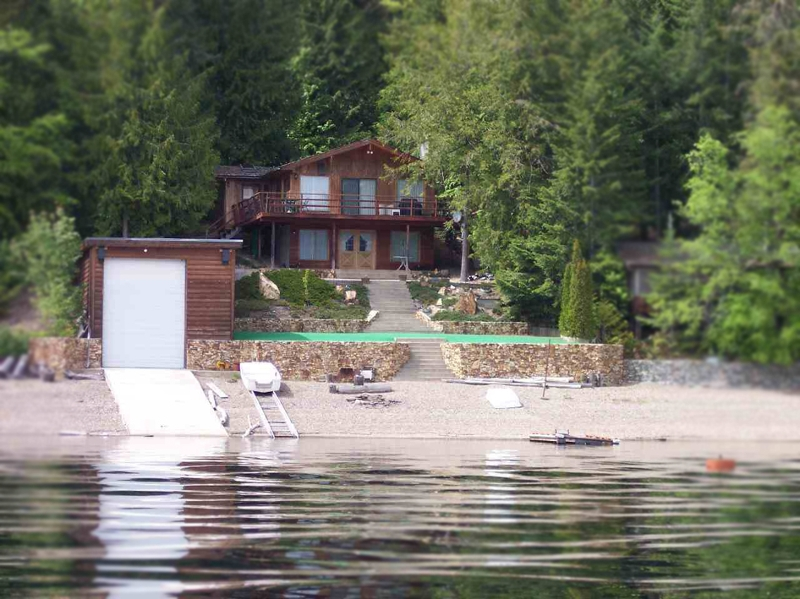Main Photo: 7338 Sunnybrae Canoe Point Road in Sunnybrae: Waterfront Residential Detached for sale : MLS®# 9147055