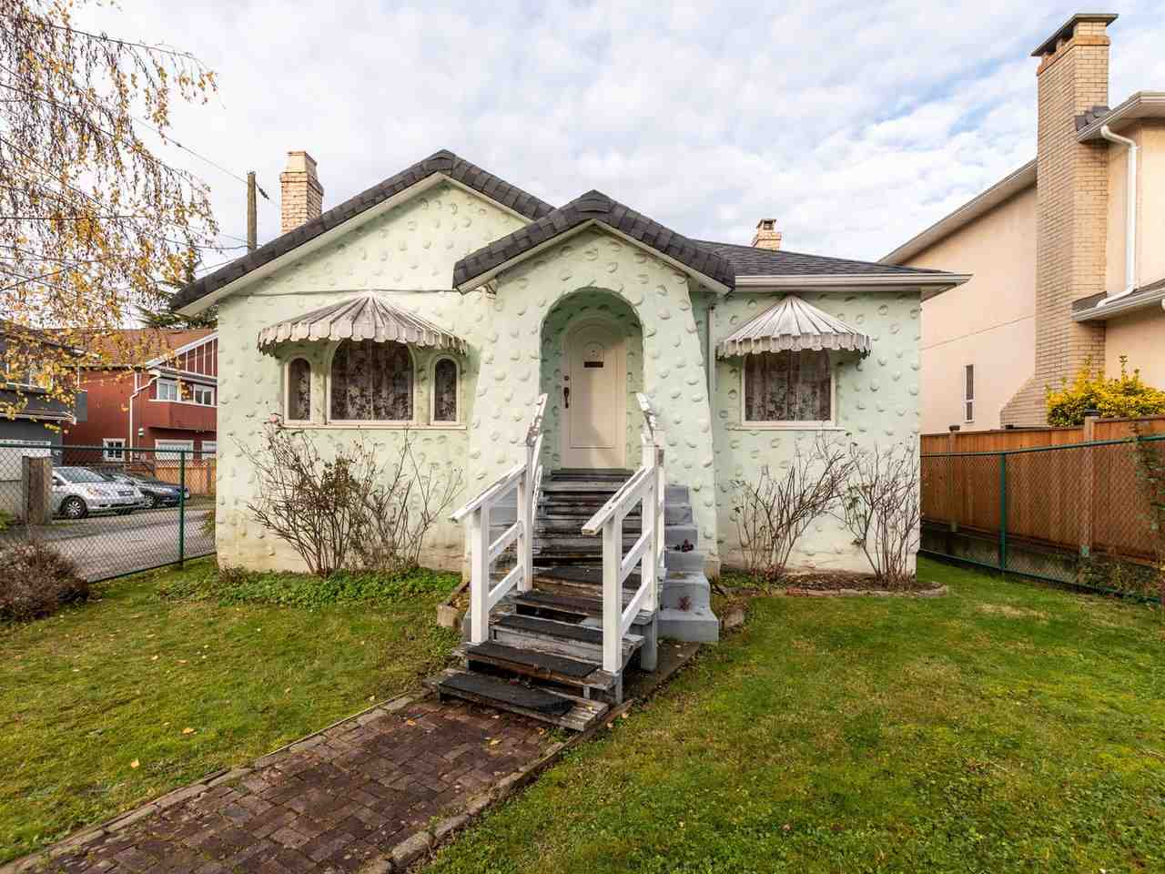 FEATURED LISTING: 215 36TH Avenue East Vancouver
