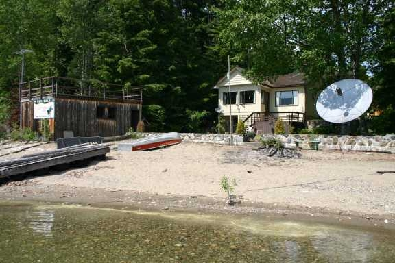 Main Photo: 7086 Lucern Beach Road: Magna Bay Residential Detached for sale (North Shore, Shuswap Lake)  : MLS® # 9217031