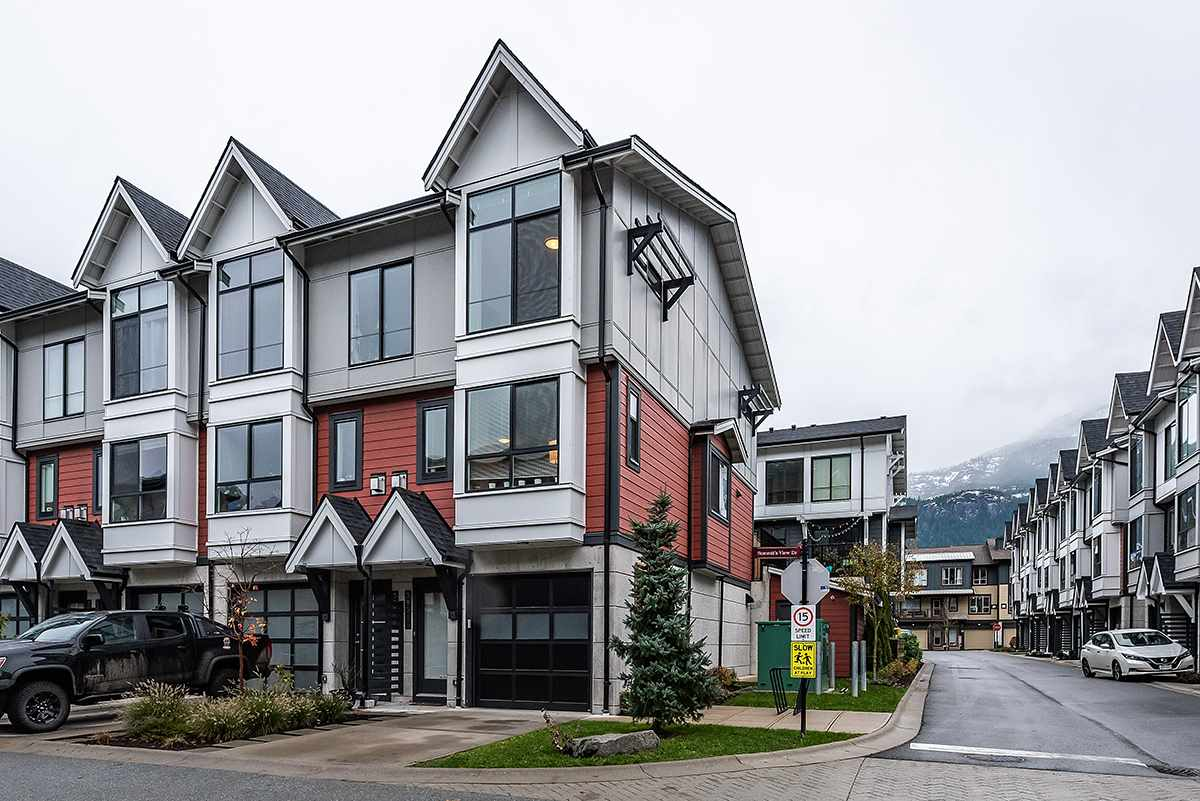 FEATURED LISTING: 38344 SUMMITS VIEW Drive Squamish
