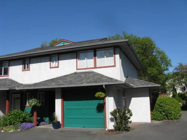 Main Photo: 2669 Shelbourne St in Victoria: Residential for sale (13)  : MLS® # 278502