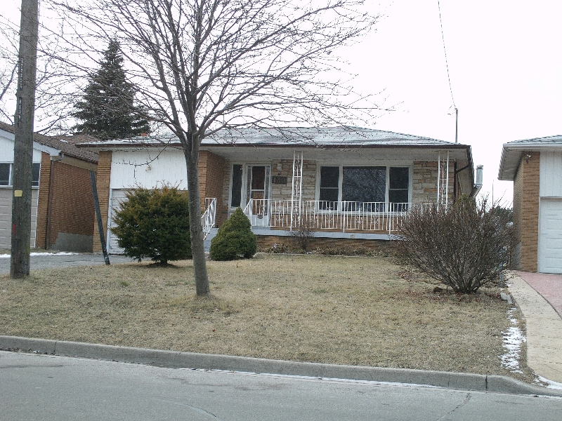 Main Photo: 130 KITCHENER RD in TORONTO: Freehold for sale