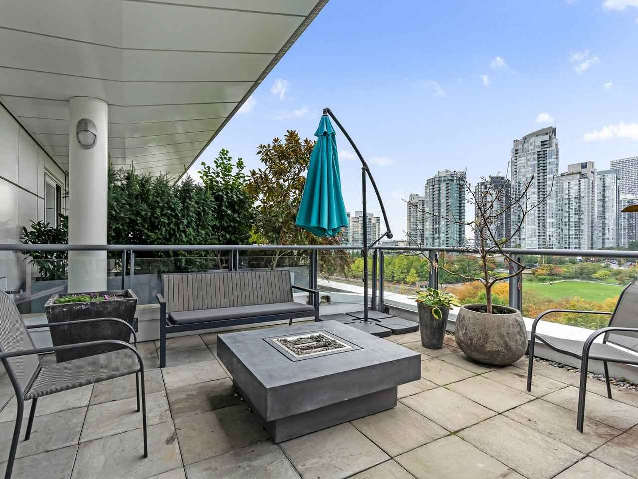 FEATURED LISTING: 801 - 1383 MARINASIDE Crescent Vancouver