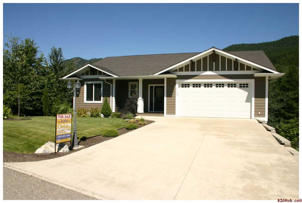 Main Photo: 2726 Rose Dale Place in Blind Bay: Mountview Sub-Division Residential Detached for sale : MLS® # 10033215