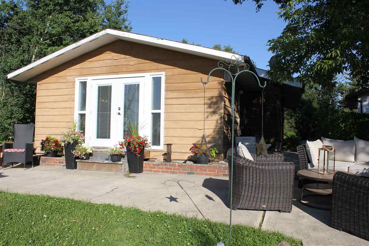 FEATURED LISTING: 402 59201 RR 95 Rural St. Paul County