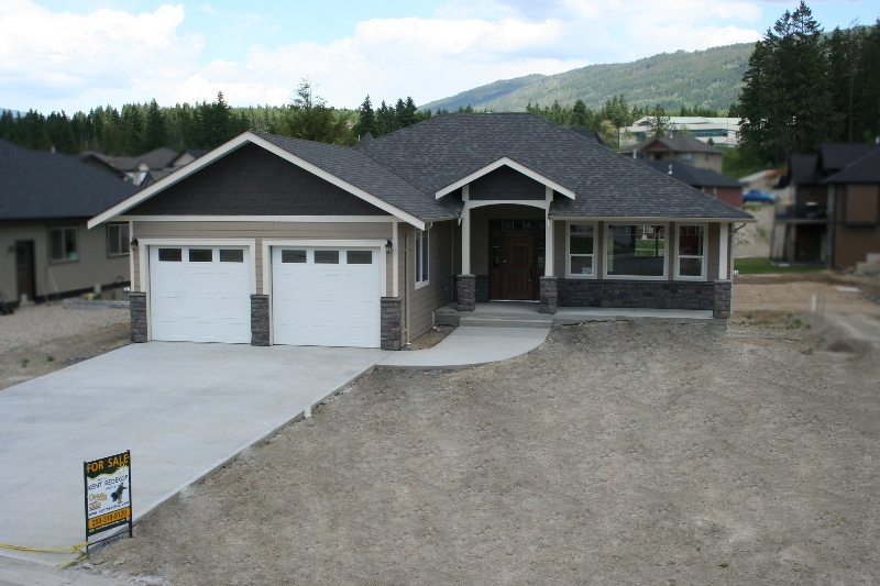 Main Photo: 1640 - 22 Street NE in Salmon Arm: Residential Residential Detached for sale : MLS® # 9192832