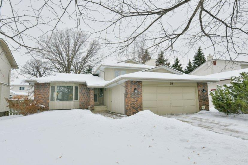 FEATURED LISTING: 19 Sunbury Place Winnipeg
