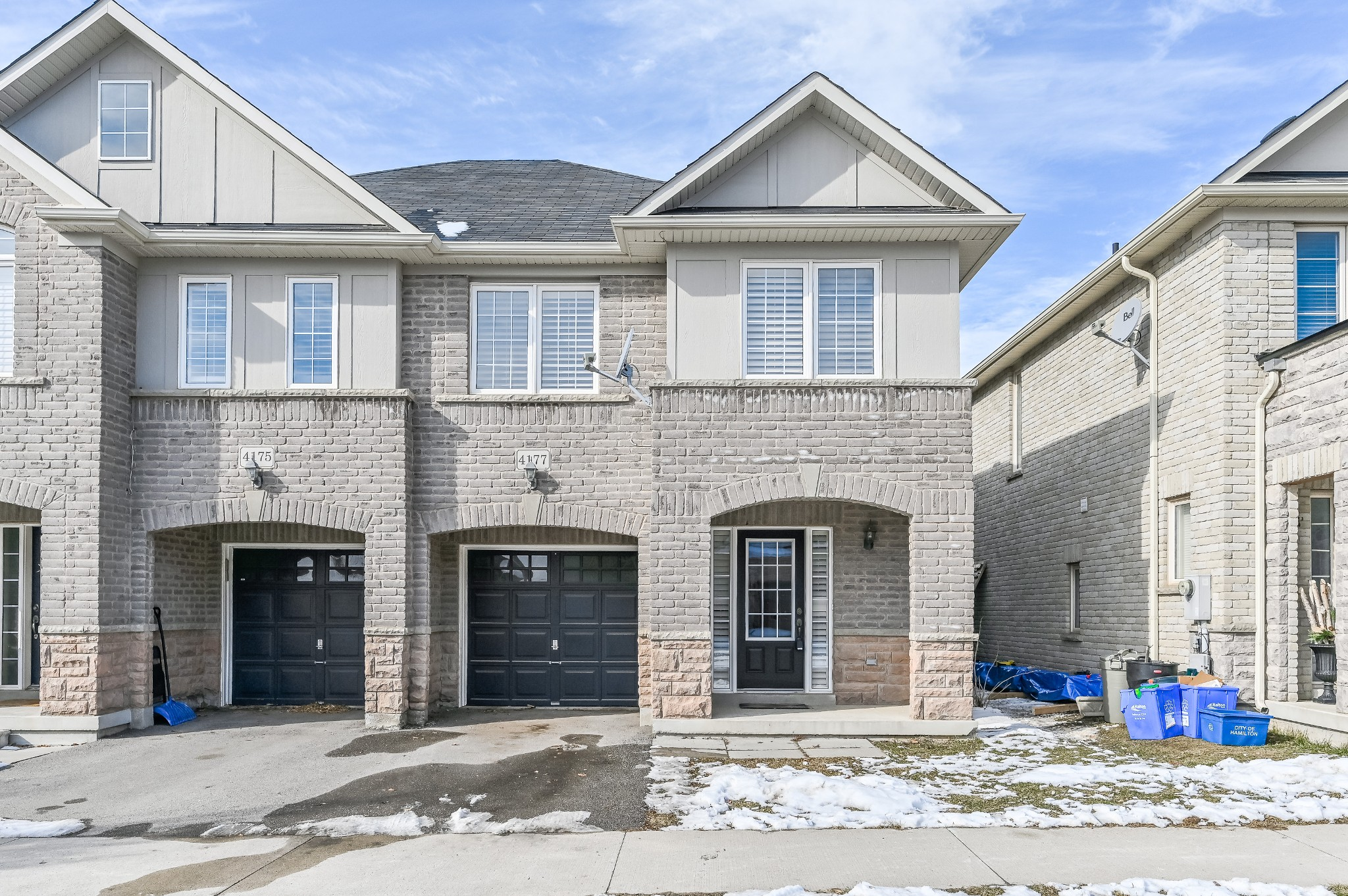 FEATURED LISTING: 4177 Cole Crescent burlington
