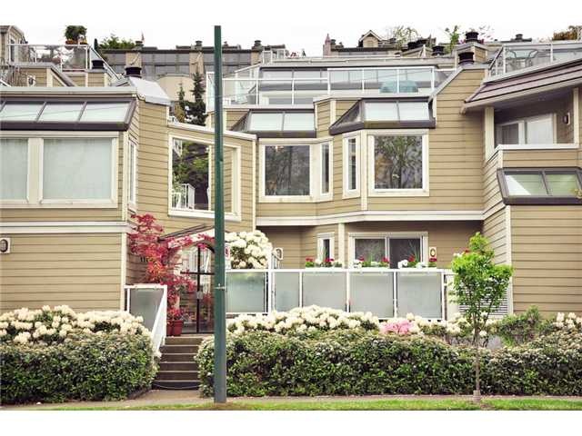 "Main Photo: F8 1100 W 6TH Avenue in Vancouver: Fairview VW Townhouse for sale in ""FAIRVIEW PLACE"" (Vancouver West)  : MLS®# V828284"
