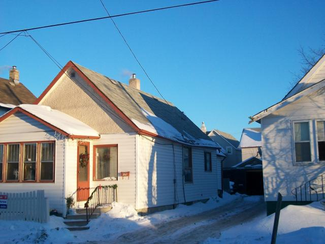 Main Photo: 257 NORA Street in WINNIPEG: Brooklands / Weston Residential for sale (West Winnipeg)  : MLS® # 1100214