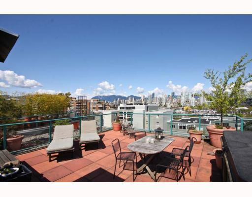 "Main Photo: 402 1630 W 1ST Avenue in Vancouver: False Creek Condo for sale in ""THE GALLERIA"" (Vancouver West)  : MLS® # V767465"