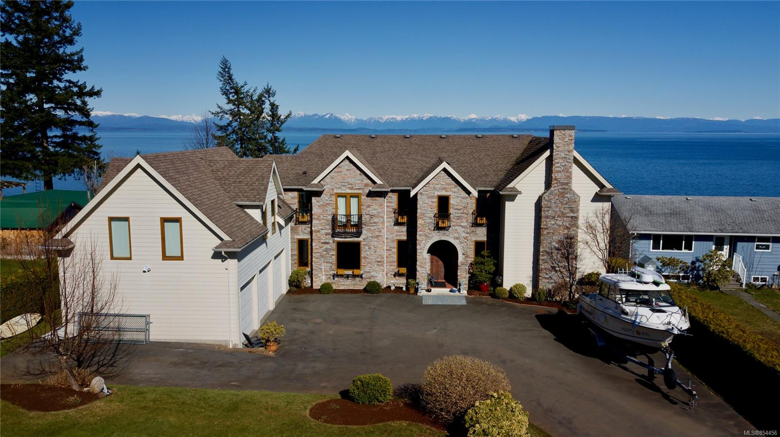 FEATURED LISTING: 4085 Island Hwy South