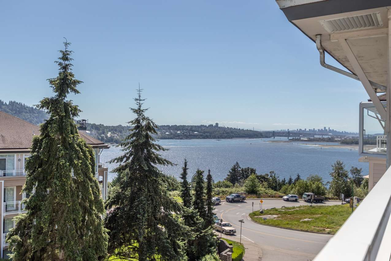 FEATURED LISTING: 505 - 3608 DEERCREST Drive North Vancouver