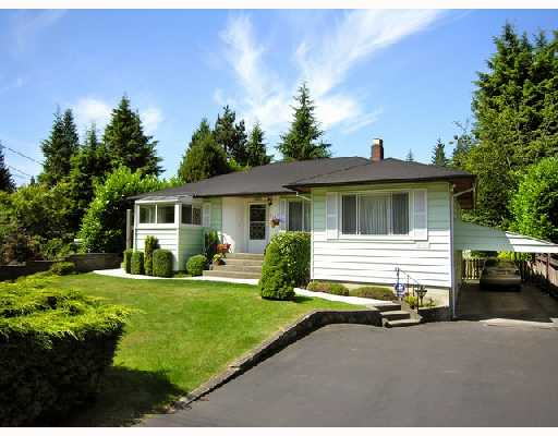 Main Photo: 4565 LIONS Avenue in North_Vancouver: Canyon Heights NV House for sale (North Vancouver)  : MLS® # V724057