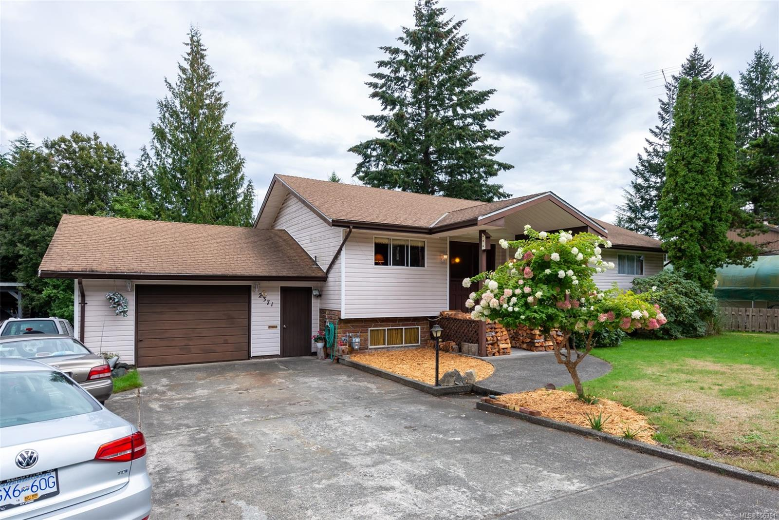 FEATURED LISTING: 2371 Dolly Varden Rd