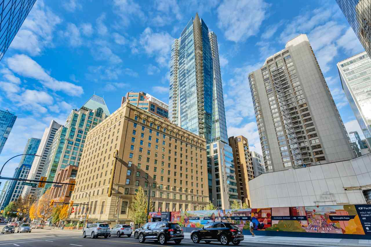 FEATURED LISTING: 3903 - 667 HOWE Street Vancouver