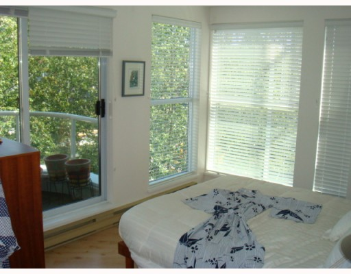 "Photo 5: 304 1502 ISLAND PARK Walk in Vancouver: False Creek Condo for sale in ""THE LAGOONS"" (Vancouver West)  : MLS® # V775905"