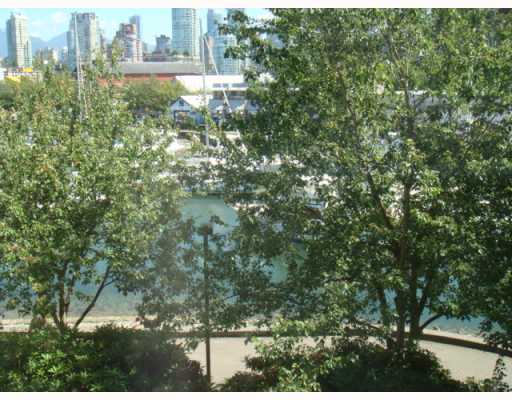 "Photo 3: 304 1502 ISLAND PARK Walk in Vancouver: False Creek Condo for sale in ""THE LAGOONS"" (Vancouver West)  : MLS® # V775905"