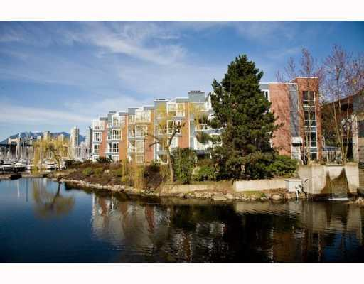 "Main Photo: 304 1502 ISLAND PARK Walk in Vancouver: False Creek Condo for sale in ""THE LAGOONS"" (Vancouver West)  : MLS® # V775905"