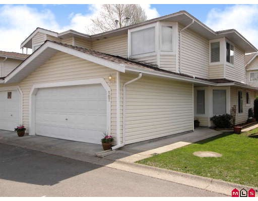 "Main Photo: 107 9177 154TH Street in Surrey: Fleetwood Tynehead Townhouse for sale in ""CHANTILLY LANE"" : MLS®# F2910966"