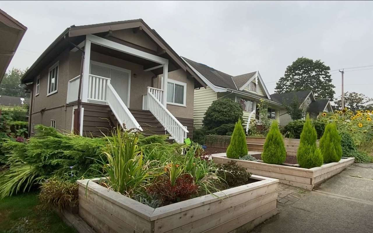 FEATURED LISTING: 2822 DUNDAS Street Vancouver