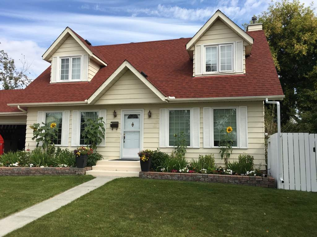 FEATURED LISTING: 5104 39 Avenue Edmonton