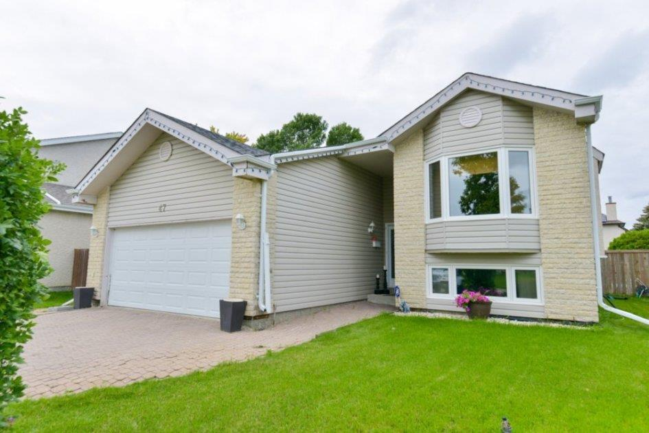 FEATURED LISTING: 47 Calder Bay Winnipeg