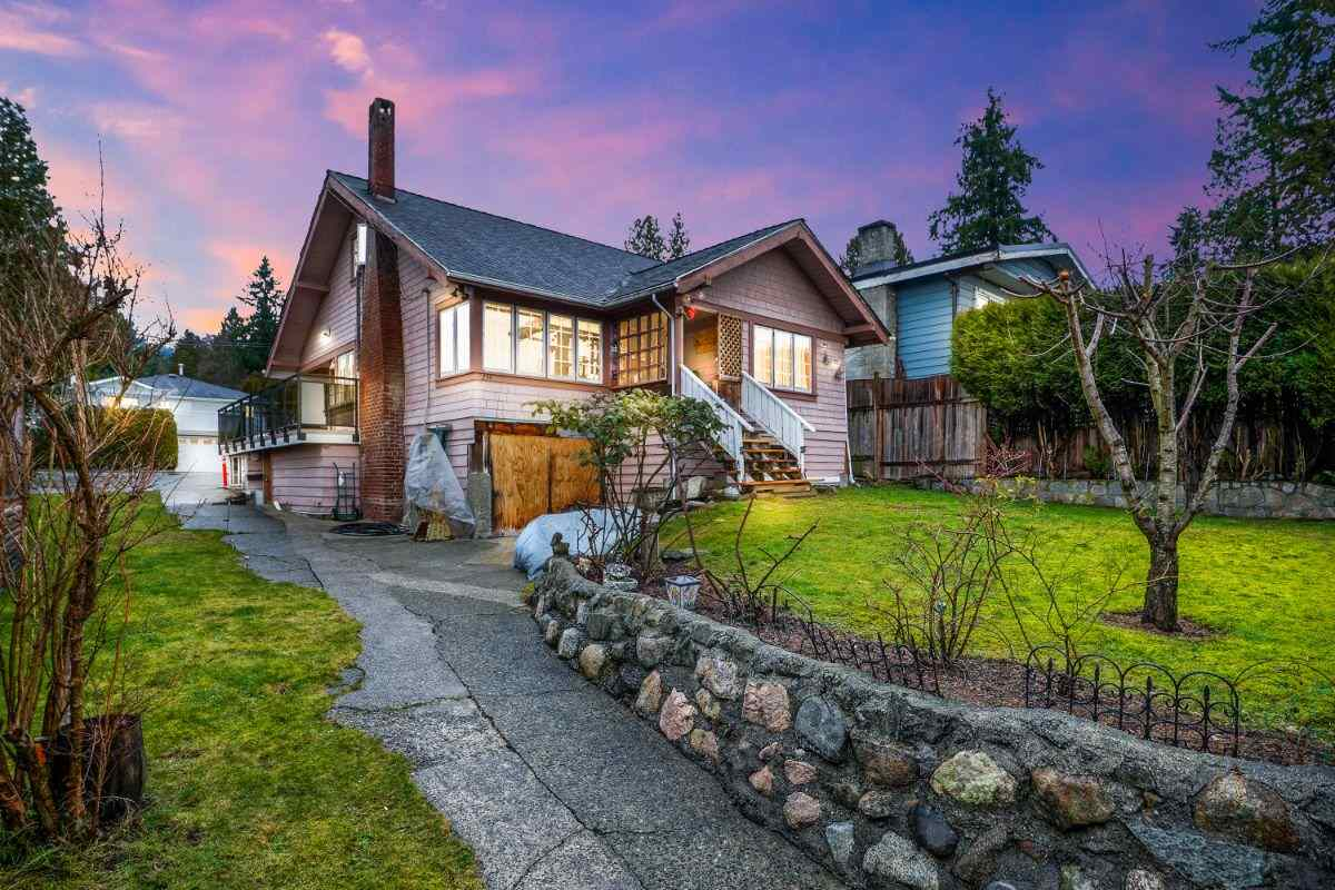 FEATURED LISTING: 234 25TH Street East North Vancouver