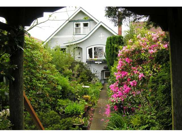 FEATURED LISTING: 2855 CAMBRIDGE Street Vancouver