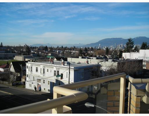 Main Photo: PH11 702 KING EDWARD Avenue in Vancouver: Fraser VE Condo for sale (Vancouver East)  : MLS® # V803534