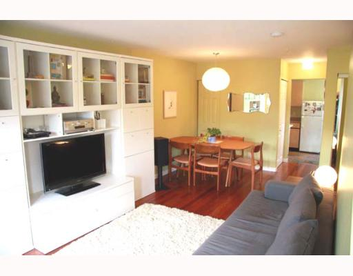 Photo 2: 2210 ST GEORGE Street in Vancouver: Mount Pleasant VE Townhouse for sale (Vancouver East)  : MLS® # V783723