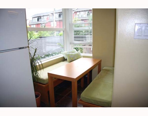 Photo 4: 2210 ST GEORGE Street in Vancouver: Mount Pleasant VE Townhouse for sale (Vancouver East)  : MLS® # V783723