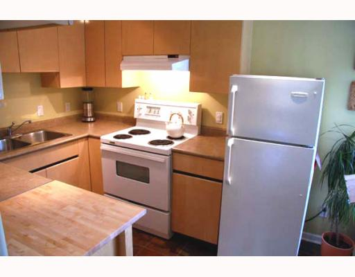 Photo 3: 2210 ST GEORGE Street in Vancouver: Mount Pleasant VE Townhouse for sale (Vancouver East)  : MLS® # V783723