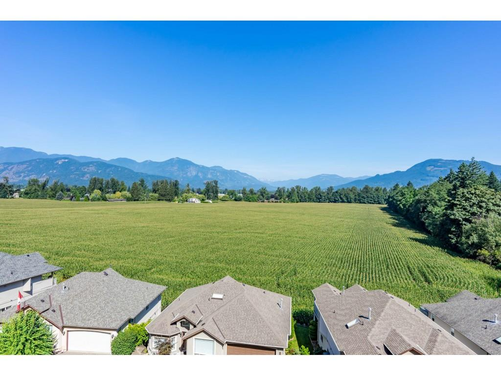 FEATURED LISTING: 30 - 47470 CHARTWELL Drive Chilliwack