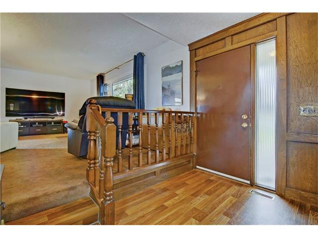 Photo 2: 545 RUNDLEVILLE Place NE in Calgary: Rundle House for sale : MLS® # C4079787