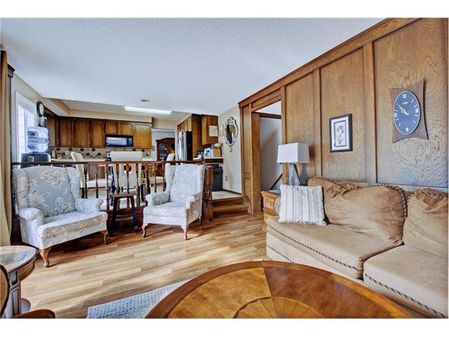Photo 11: 545 RUNDLEVILLE Place NE in Calgary: Rundle House for sale : MLS® # C4079787