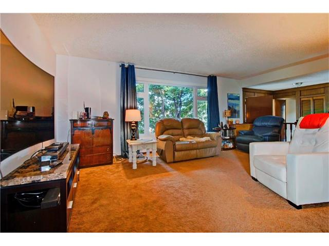Photo 3: 545 RUNDLEVILLE Place NE in Calgary: Rundle House for sale : MLS® # C4079787
