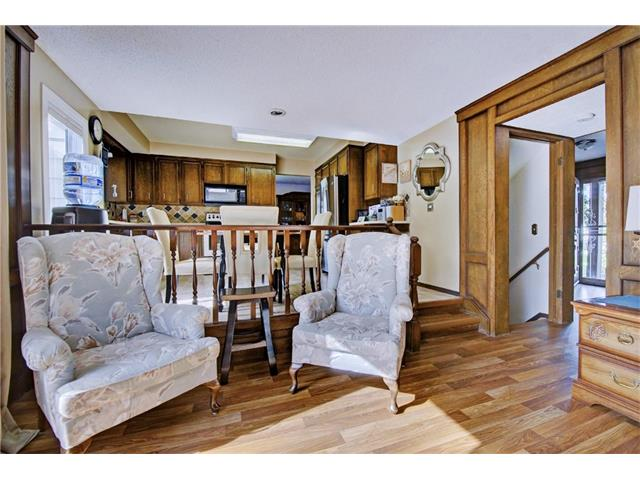 Photo 12: 545 RUNDLEVILLE Place NE in Calgary: Rundle House for sale : MLS® # C4079787