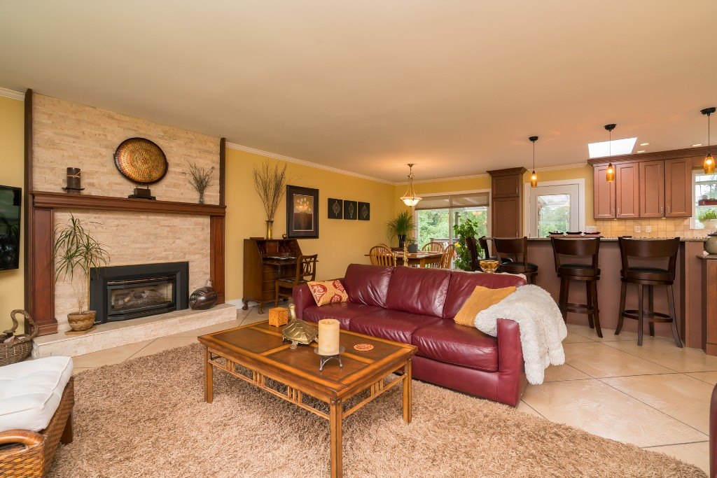 "Photo 4: 4733 SADDLEHORN Crescent in Langley: Salmon River House for sale in ""SALMON RIVER"" : MLS® # R2172074"
