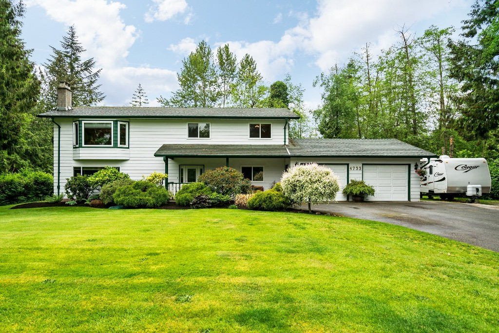 "Main Photo: 4733 SADDLEHORN Crescent in Langley: Salmon River House for sale in ""SALMON RIVER"" : MLS®# R2172074"