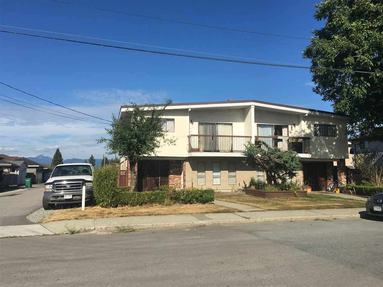 Main Photo: 7578 7580 4TH Street in Burnaby: East Burnaby House Duplex for sale (Burnaby East)  : MLS® # R2197532
