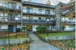 "Main Photo: 202 33870 FERN Street in Abbotsford: Central Abbotsford Condo for sale in ""Fernwood Manor"" : MLS®# R2321853"