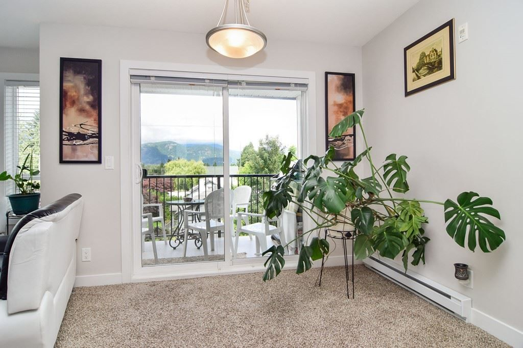 "Main Photo: 305 46150 BOLE Avenue in Chilliwack: Chilliwack N Yale-Well Condo for sale in ""THE NEWMARK"" : MLS®# R2277832"